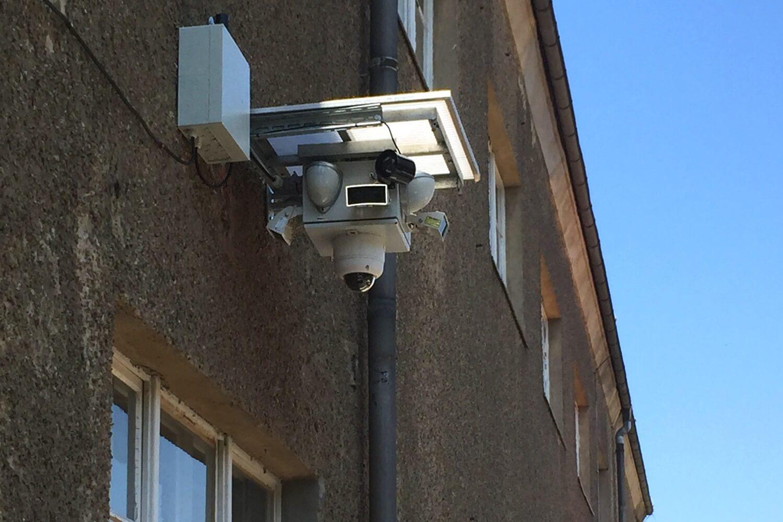 Dank stabiler Energieversorgung wird der kompakte Videokopf fest montiert eingesetzt.