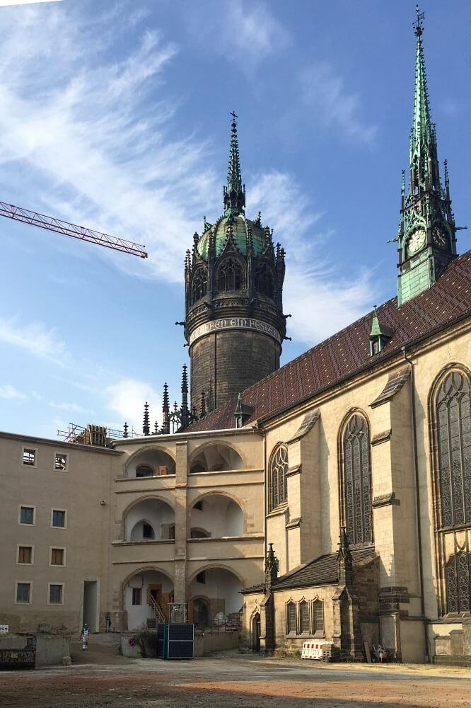 An ihr kam Niemand ungesehen vorbei: WellnerBOX am Zugang zur Schlosskirche