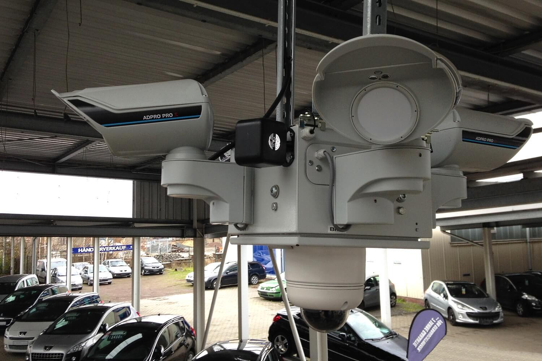 Fest montierter Diebstahlschutz für ein Leipziger Peugeot Autohaus