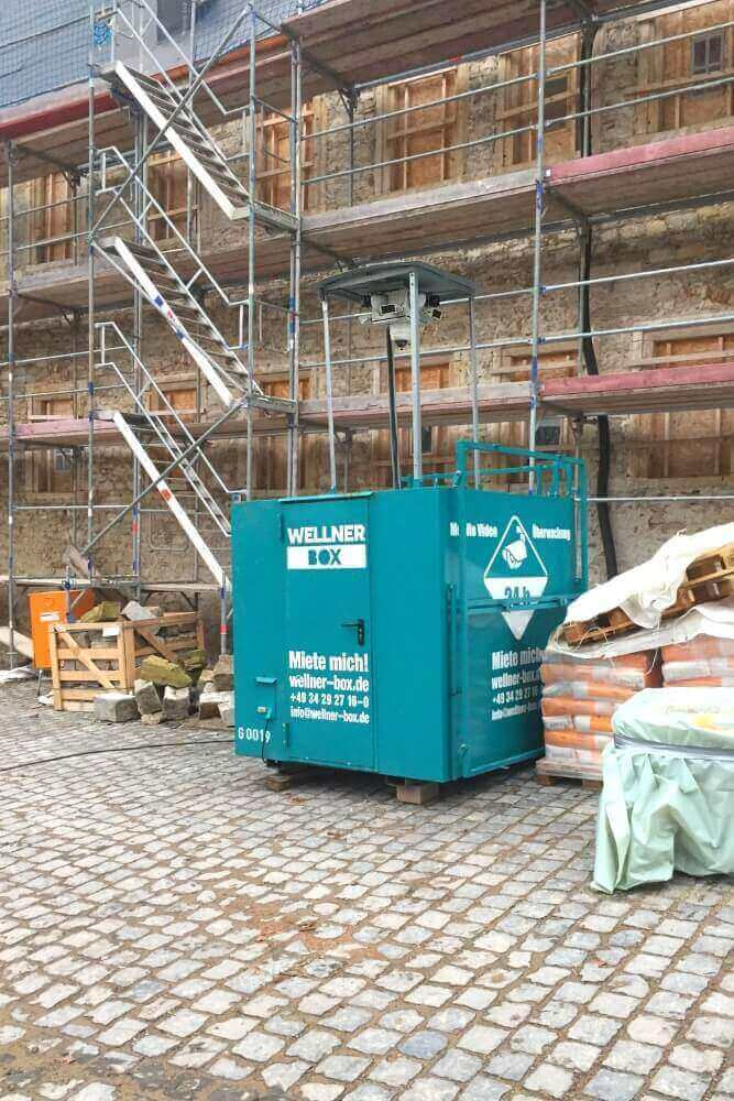 3 WellnerBOXen sichern Restaurierungsarbeiten