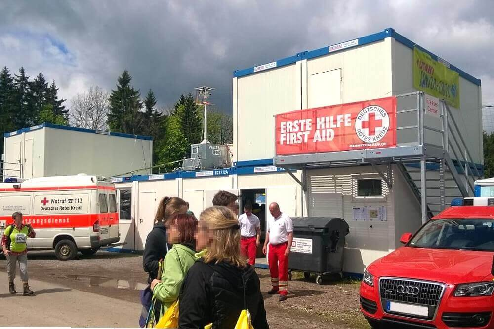 """A WellnerBOX """"mobile"""" prominently positioned for safety at the Rennsteig Run 2017"""