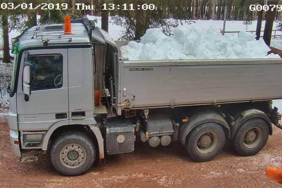Probates Mittel gegen Schneemangel - LKW-Transporte