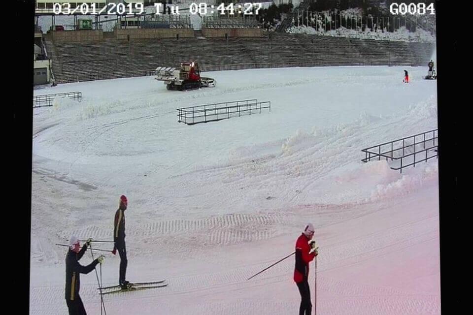 Erste Läufer testen den Schnee