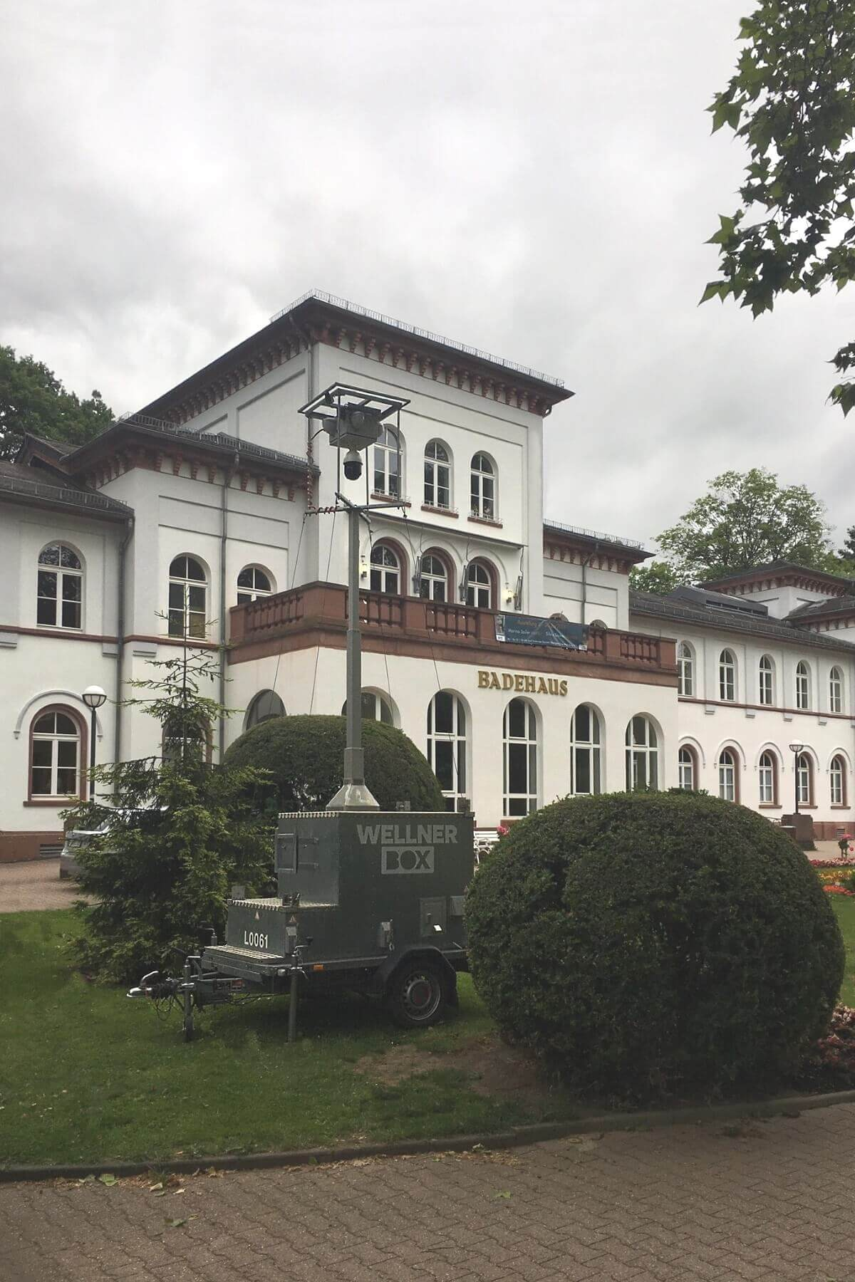 A WellnerBOX mobile in front of the historic spa and bath house