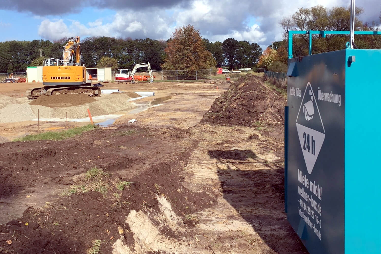 The new postal distribution centre is being built. The WellnerBOX provides security.